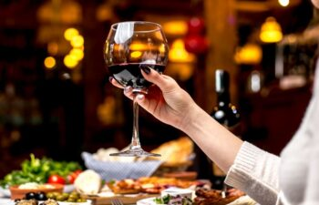 glas rode wijn ontspanning